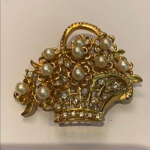 Napier pearl / rhinestone gold tone basket brooch